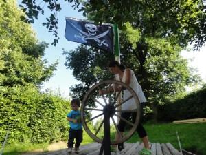 Ausleger-Hissfahne im Piraten-Look